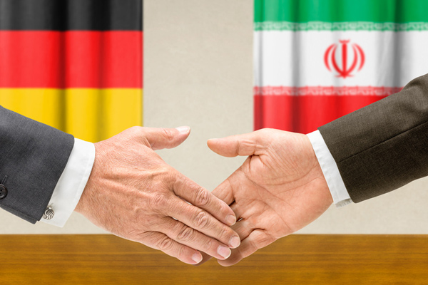 Deutsch und Iranischer Manager bei einer interkulturellen Beratung